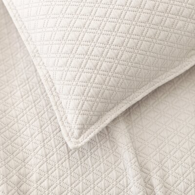 Diamond Matelasse Cotton Coverlet Size: King, Color: Platinum