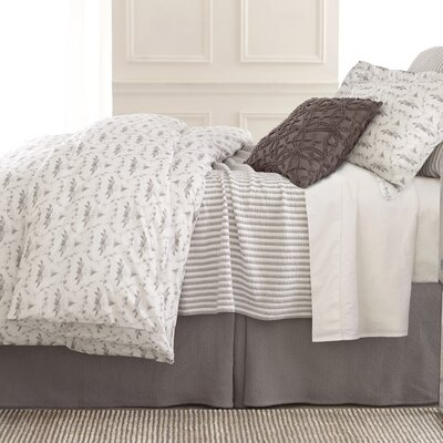 Town and Country Matelasse Coverlet Size: King