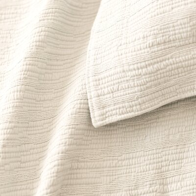 Hardwood Matelass� Coverlet Size: Queen, Color: Ivory