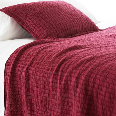 Boyfriend Matelasse Coverlet Size: King, Color: Garnet