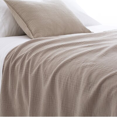 Kelly Matelasse Coverlet Size: King, Color: Linen