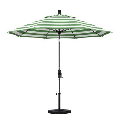 9 Market Umbrella Fabric: Emerald, Frame Finish: Matted Black