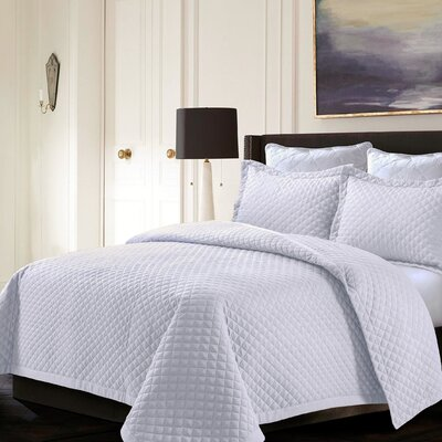 Brisbane Reversible Quilt Set Color: White, Size: Twin