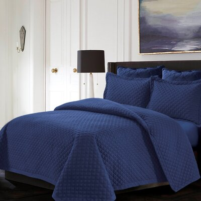 Brisbane Reversible Quilt Set Color: Moonlight Blue, Size: King