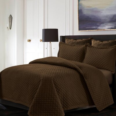 Brisbane Reversible Quilt Set Color: Chocolate, Size: Queen