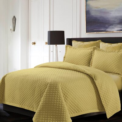 Brisbane Reversible Quilt Set Color: Gold, Size: King