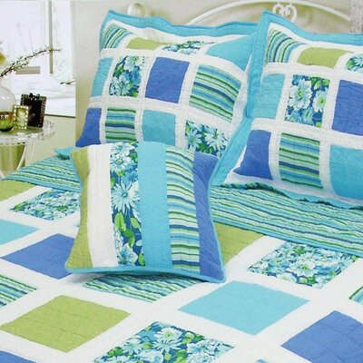 Ocean Square Patchwork Quilt Size: Twin