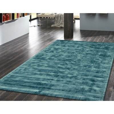 Antique Hand-Woven Teal Area Rug Rug Size: 67 x 910