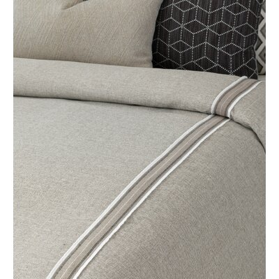 Bale Border Button-Tufted Comforter Size: Super Queen
