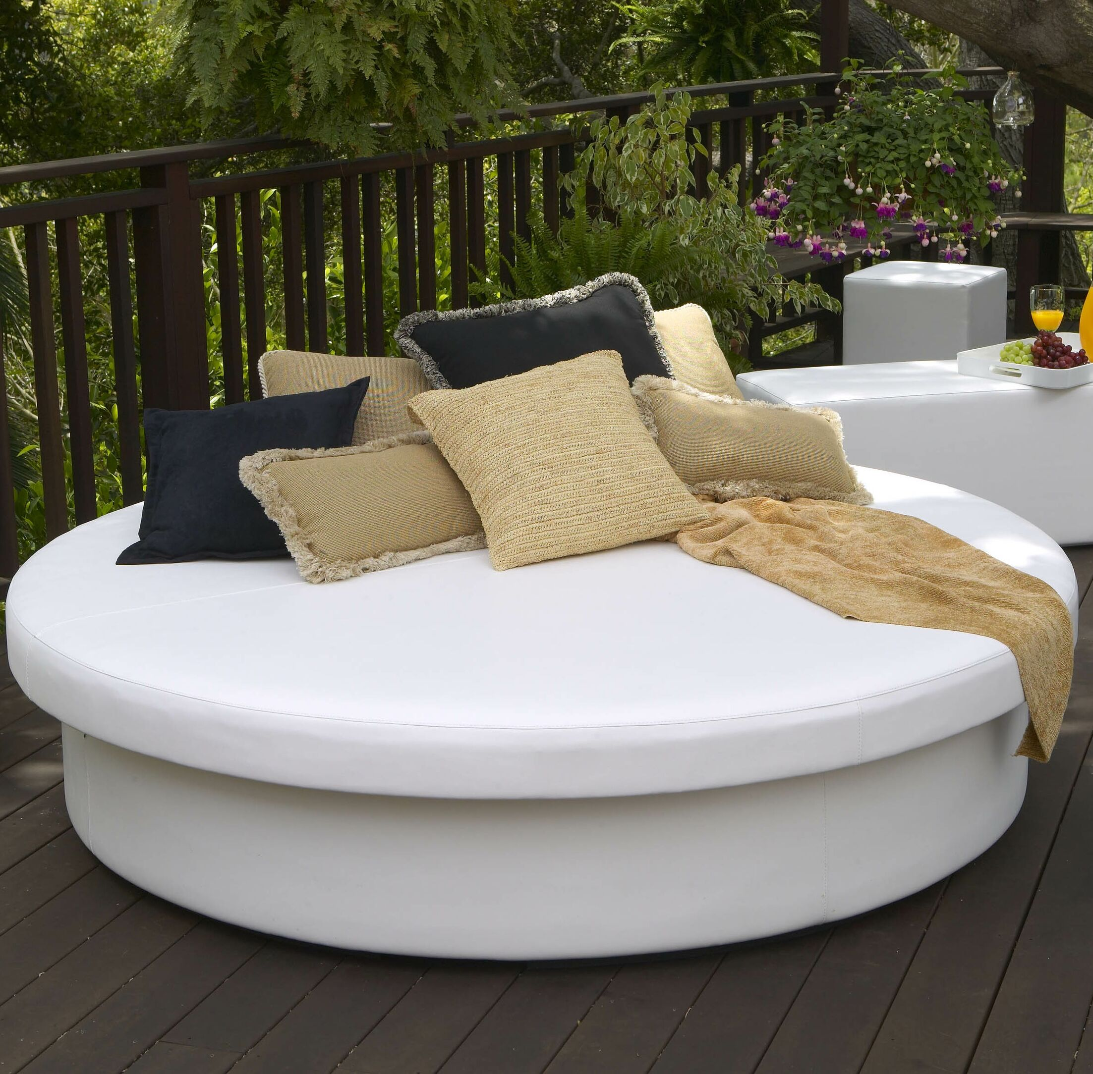 SunPad Round Resort Patio Daybed Color: Sea Sand