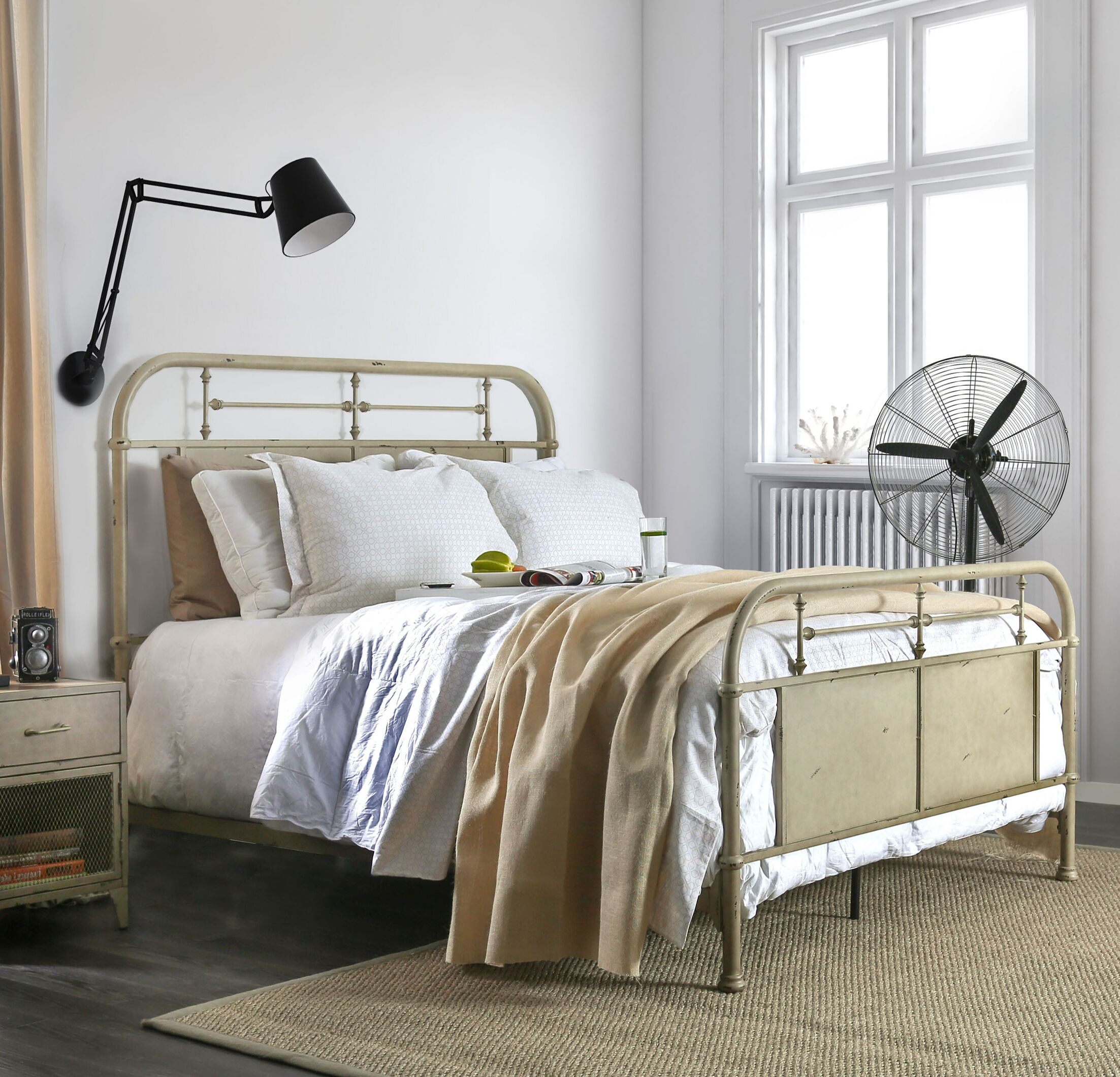 Jacinta Metal Panel Bed Color: Ivory, Size: King