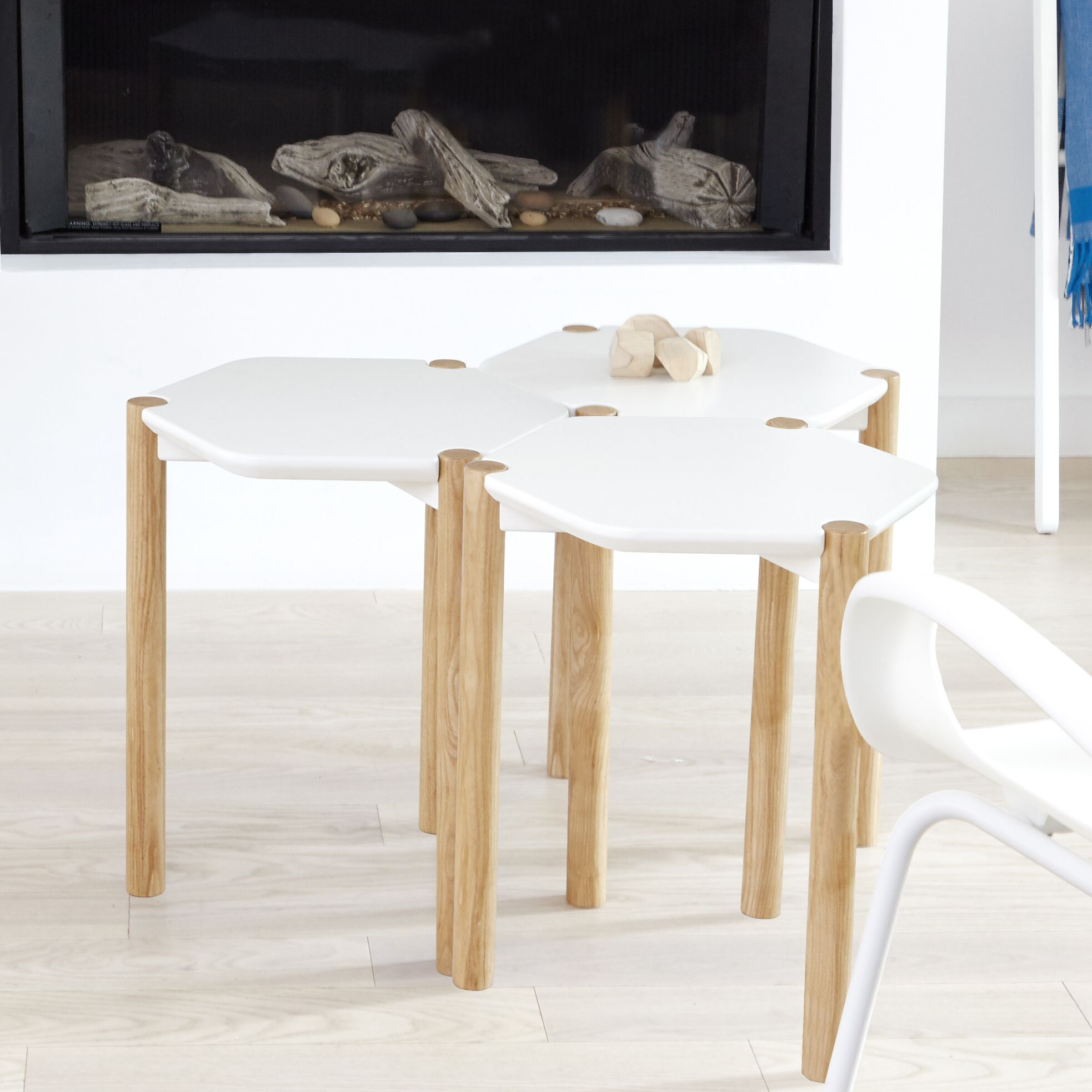 Lexy End Table Color: White