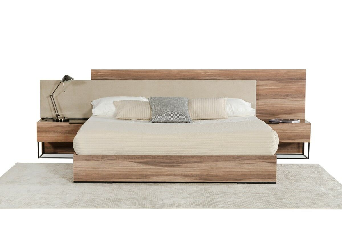 Daughtery Italian Upholstered Platform Bed Size: Eastern King