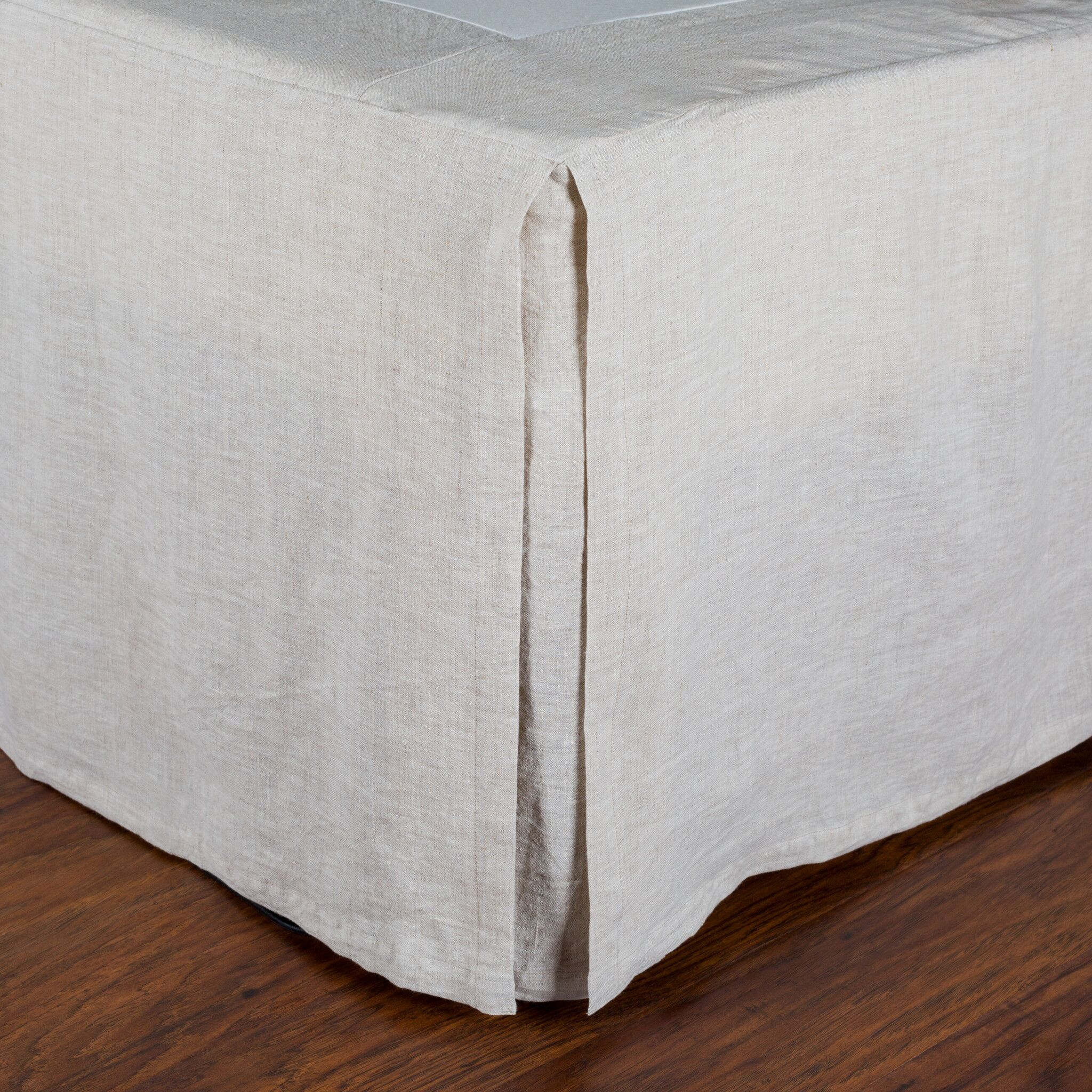 Pleated Linen Bed Skirt Size: King, Color: Flax