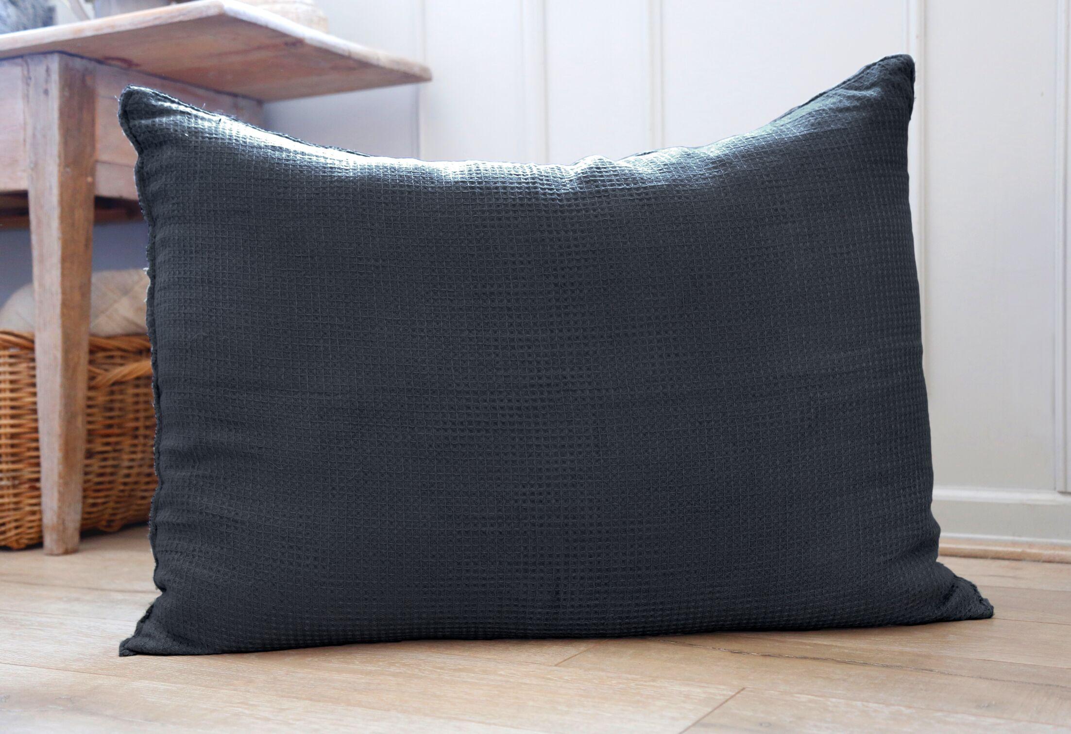 Venice Linen Throw Pillow Color: Navy