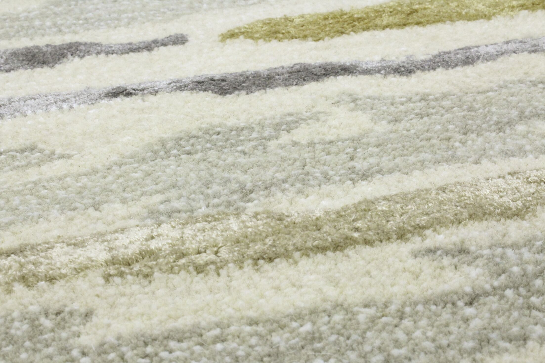 Galle Hand-Tufted Silver Area Rug Rug Size: Rectangle 4' x 6'