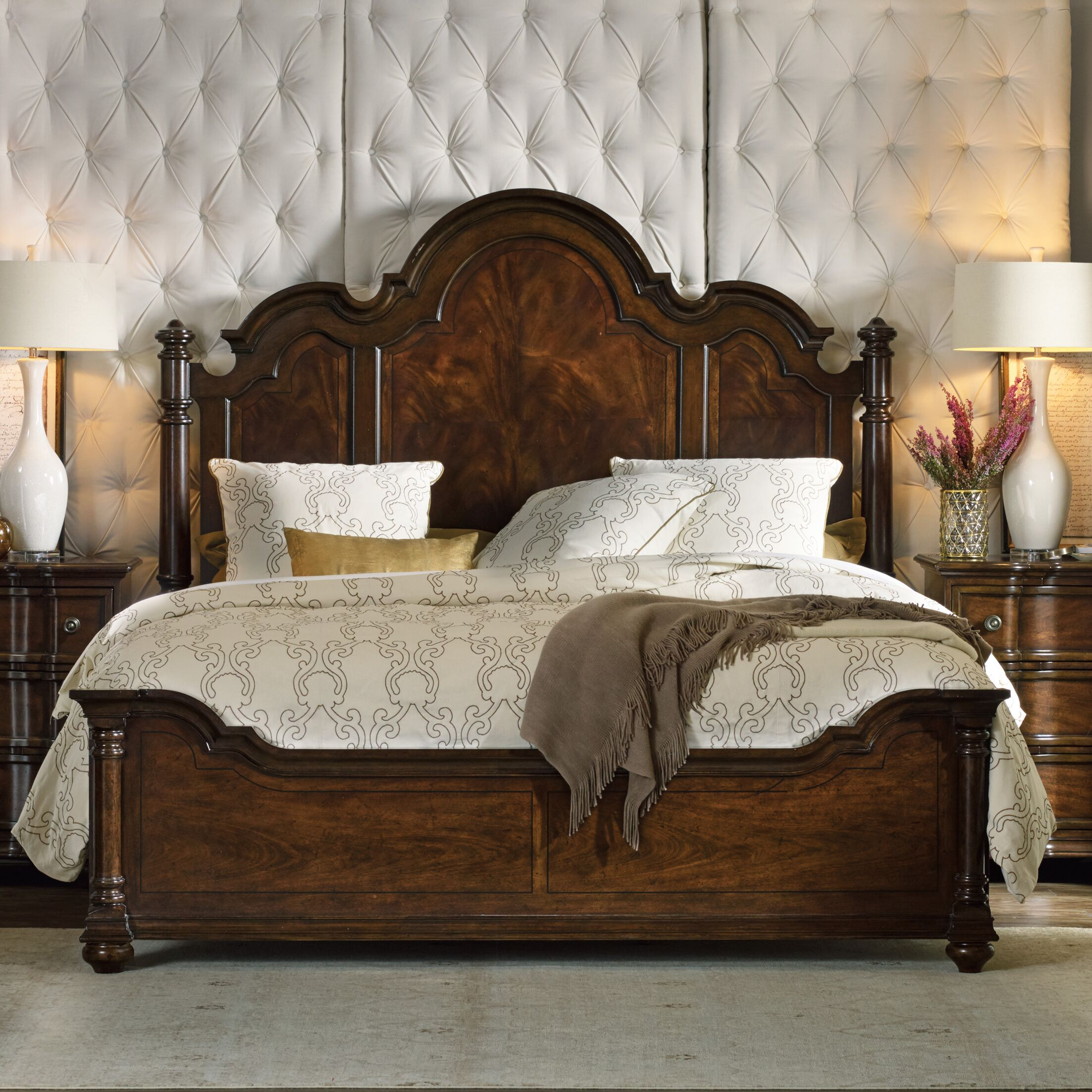 Leesburg Panel Bed Size: King