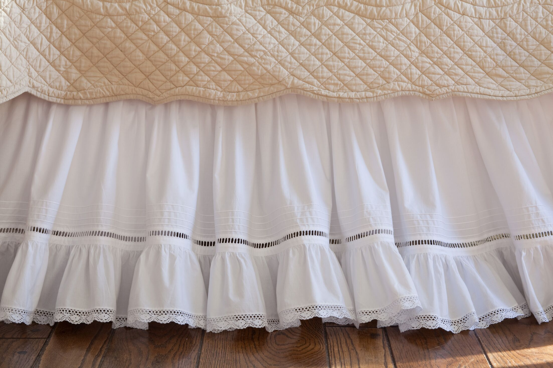 Prairie Crochet Cotton Bed Skirt Size: California King
