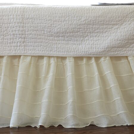Tucked Linen Bed Skirt Color: Cream, Size: Twin