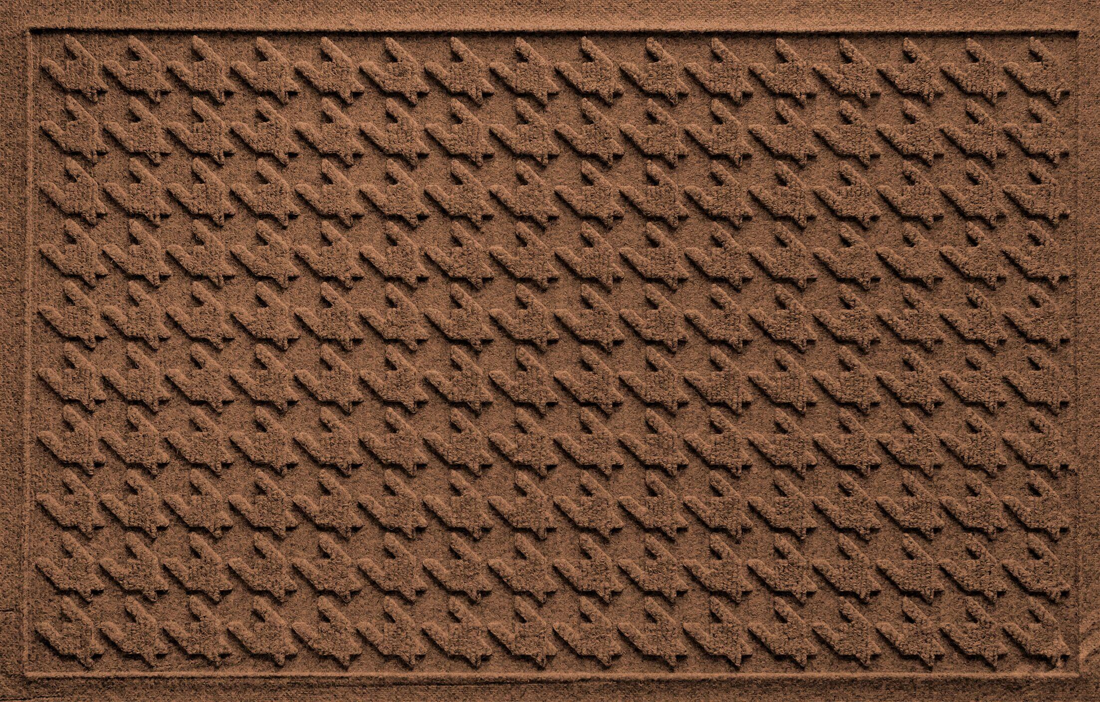 Shield Houndstooth Doormat Color: Dark Brown