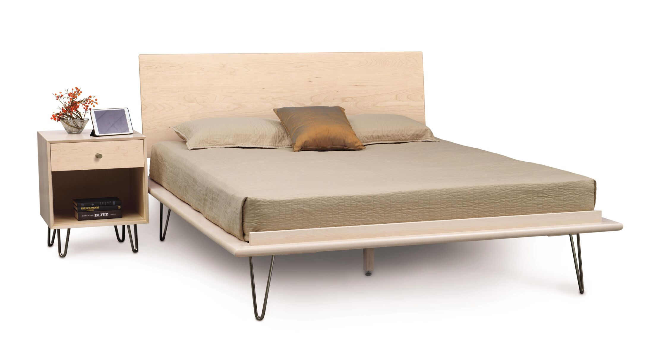 Canvas Platform Bed Size: Queen, Color: Parchment Maple, Leg Material: Metal