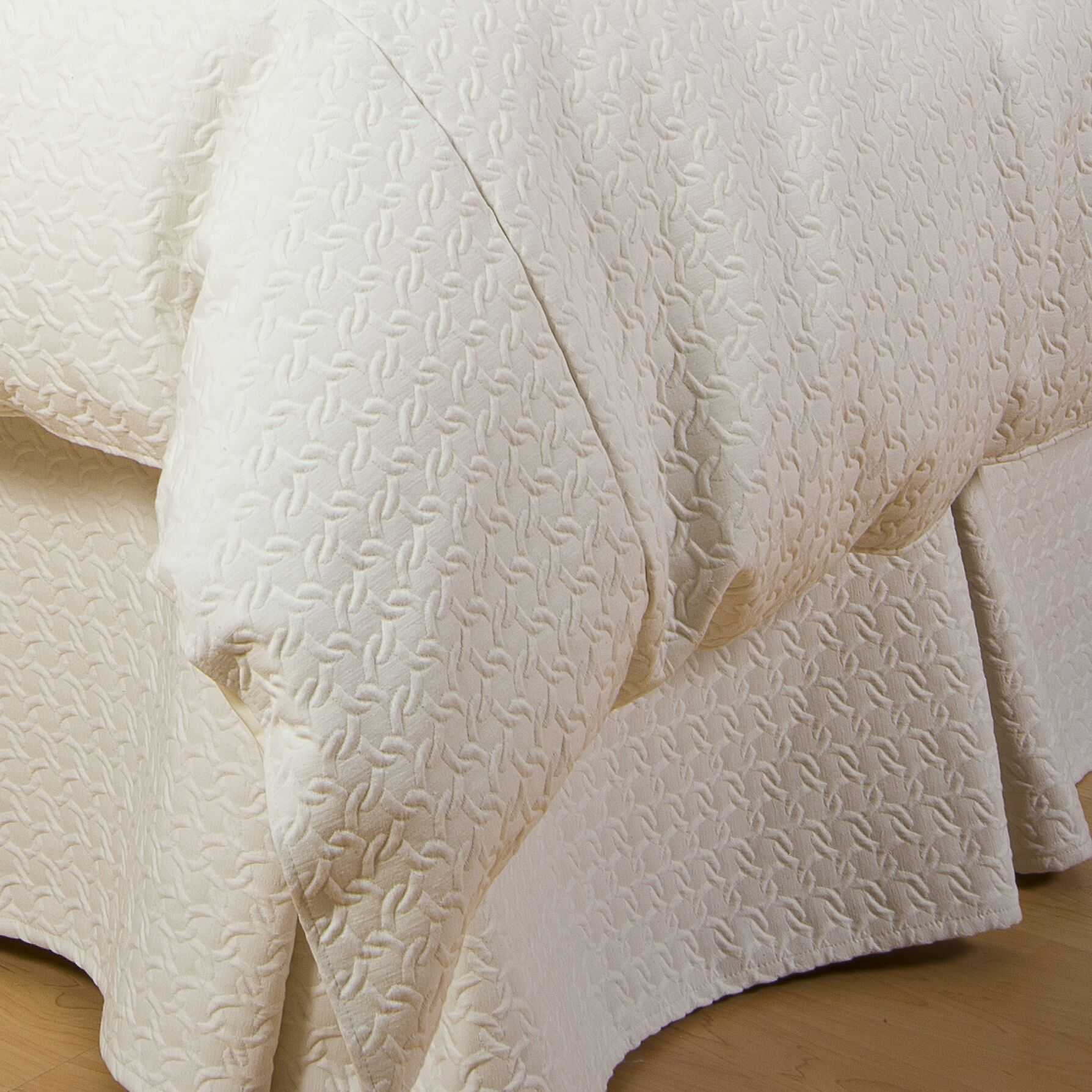 Aria Bed Skirt Size: King