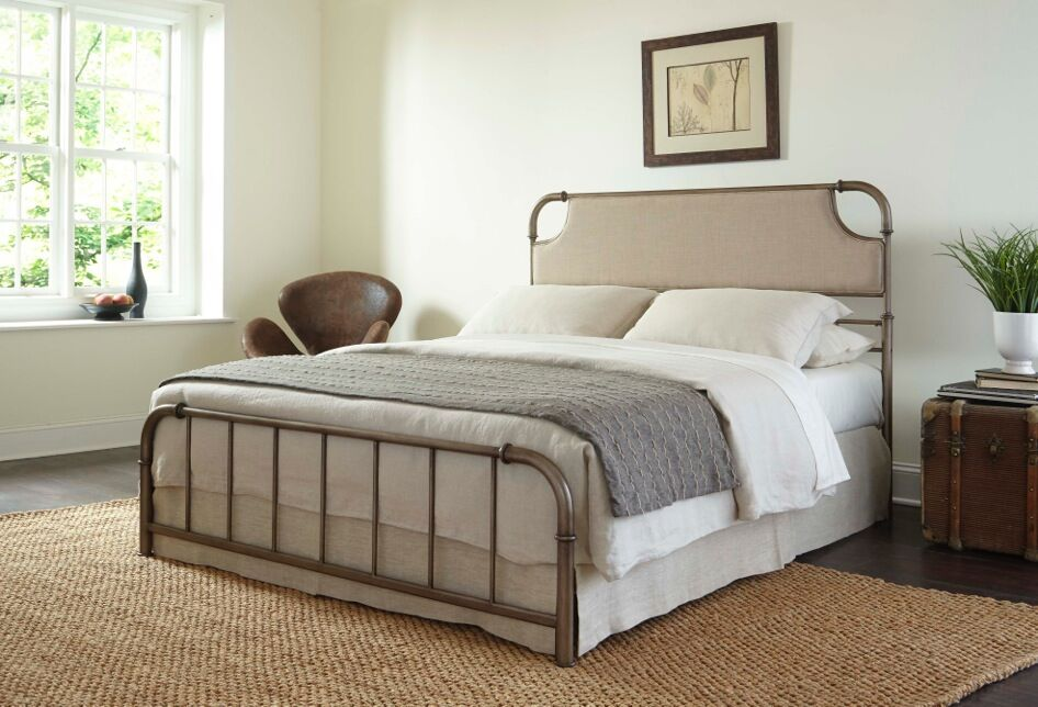 Mize Panel Bed Size: King
