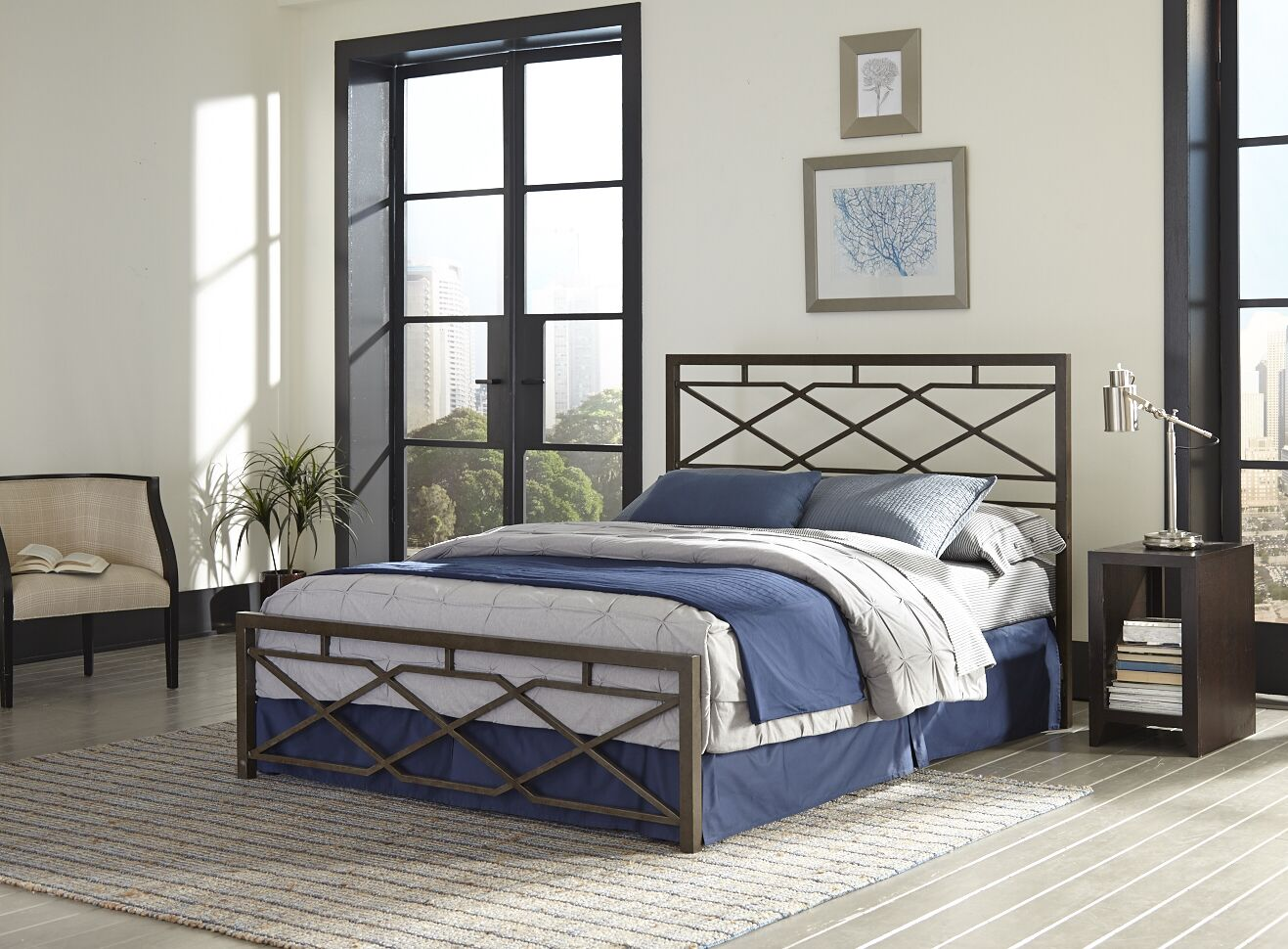 Aries Panel Bed Size: Queen