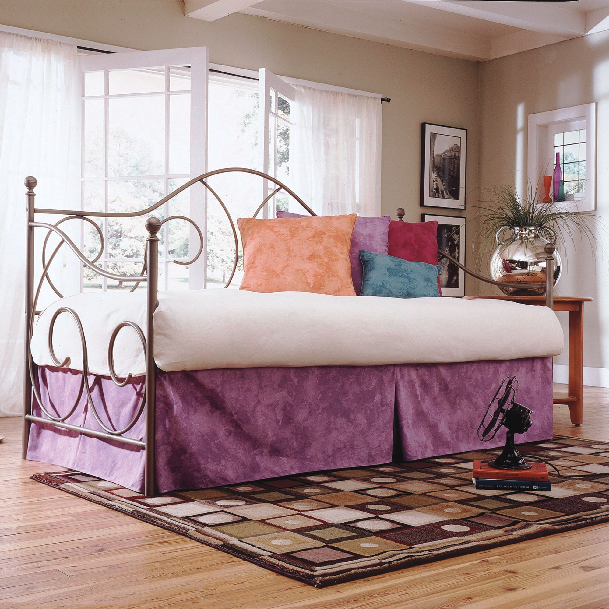 Steelton Traditional Metal Frame Daybed Finish: Flint