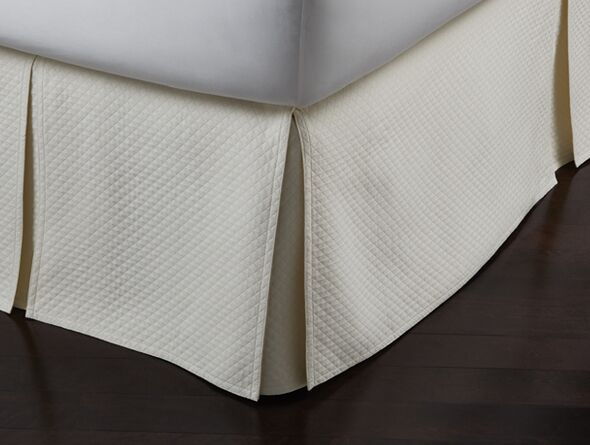 Oxford Paneled Bed Skirt Size: King, Color: Ivory