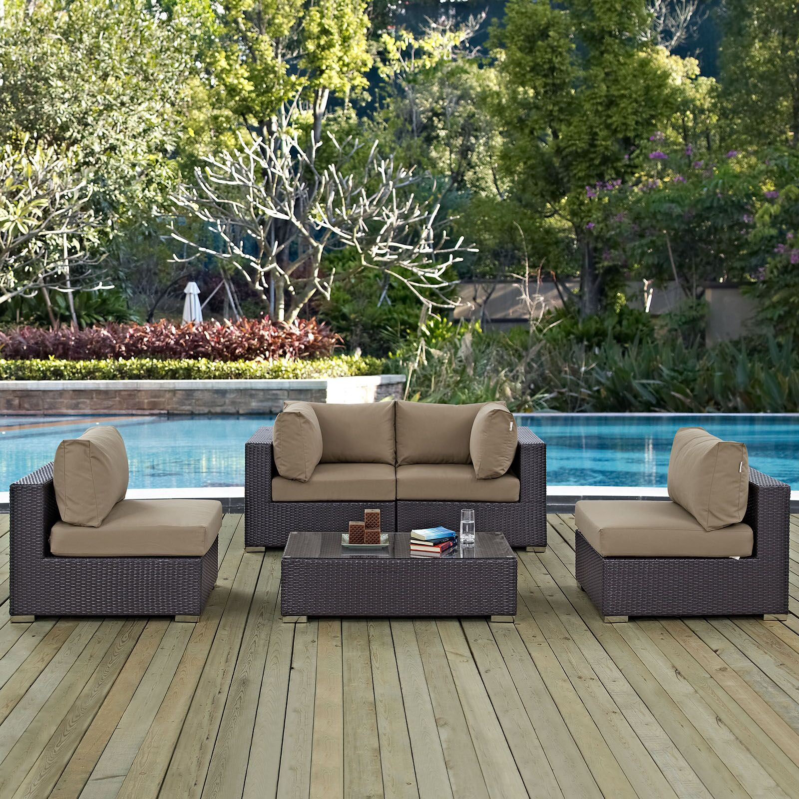 Ryele 5 Piece Rattan Sectional Set with Cushions Fabric: Mocha