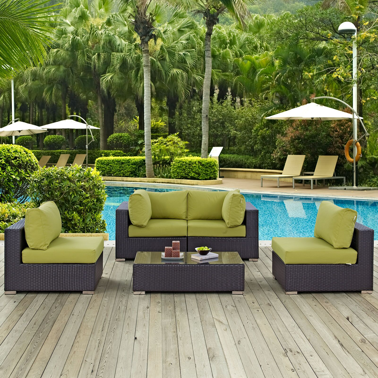 Ryele 5 Piece Rattan Sectional Set with Cushions Fabric: Peridot