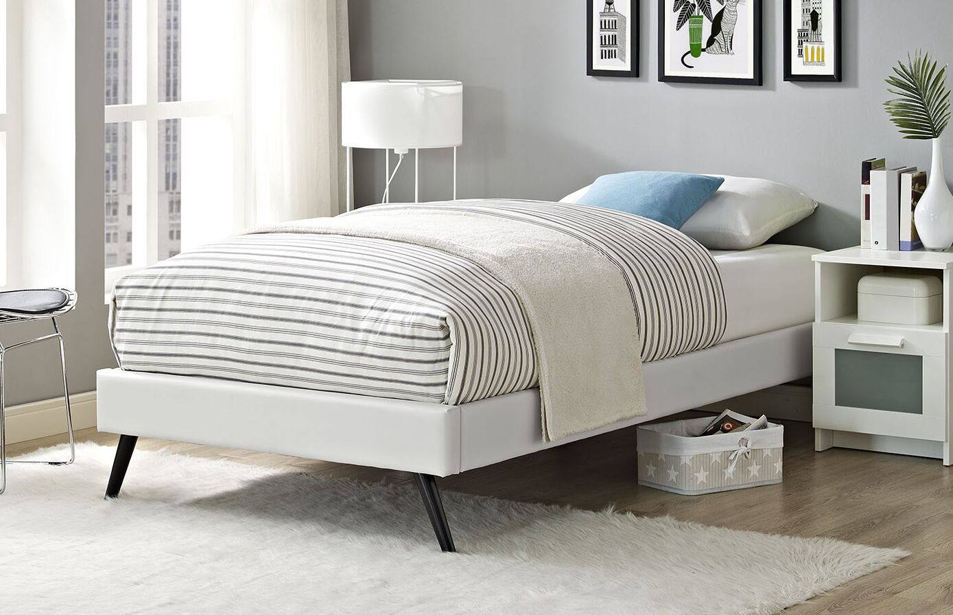 Helen Twin Platform Bed Color: White