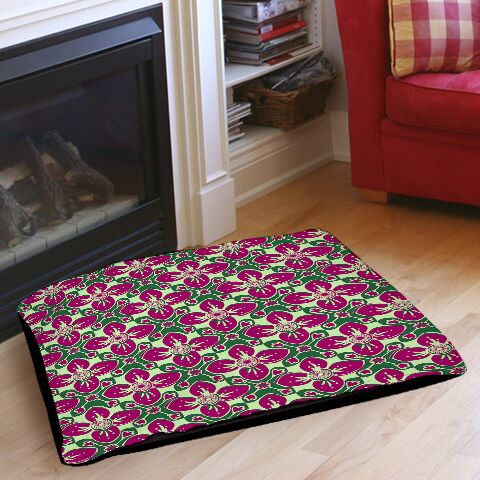 Anna Medallion 4 Pet Bed Color: Berry, Size: 28