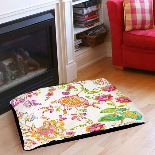 White Anima Indoor/Outdoor Pet Bed Size: 28