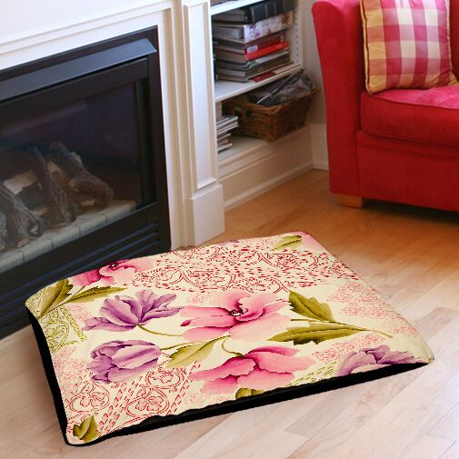 Tulips and Lace Indoor/Outdoor Pet Bed Size: 40