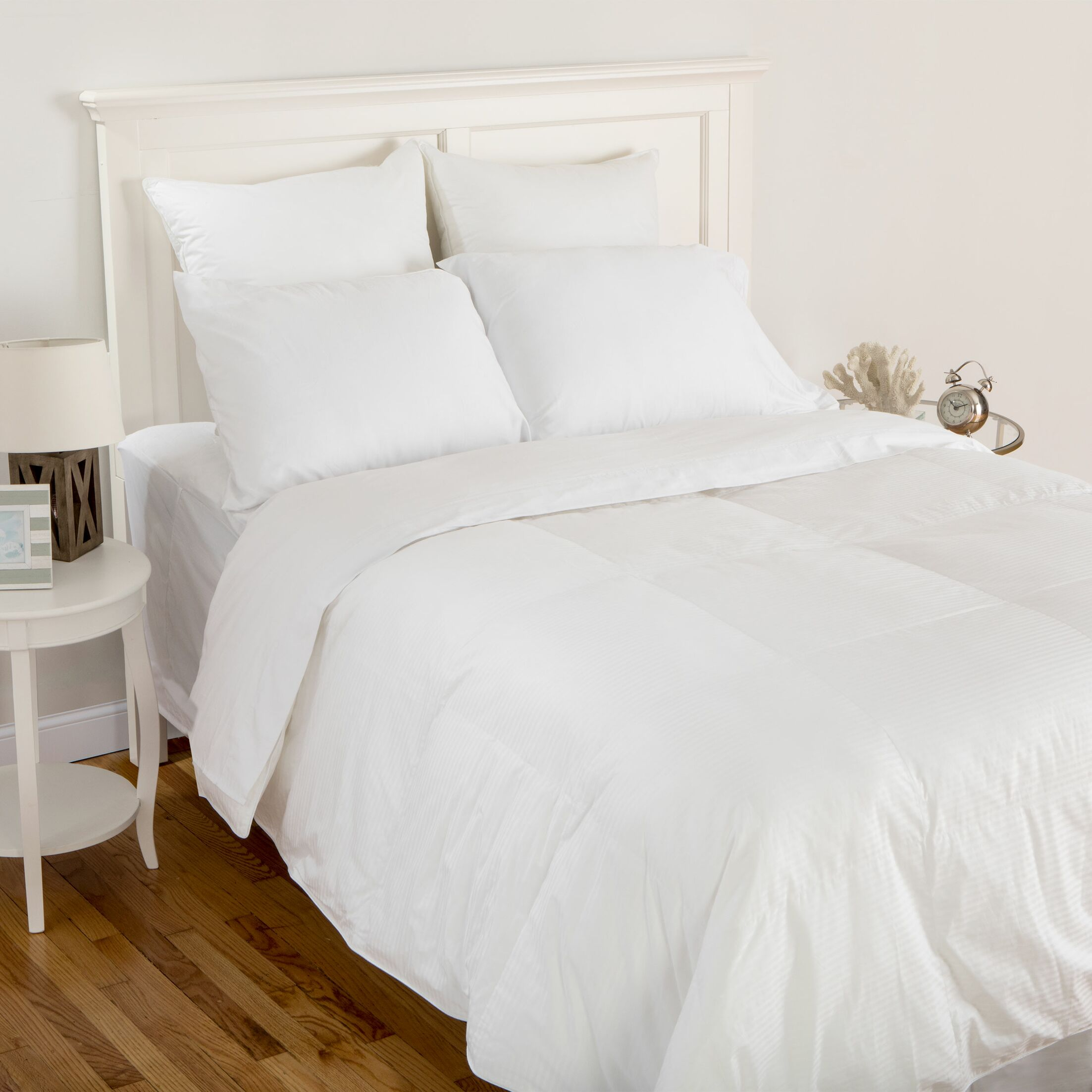 Island Breeze Down Comforter Size: King