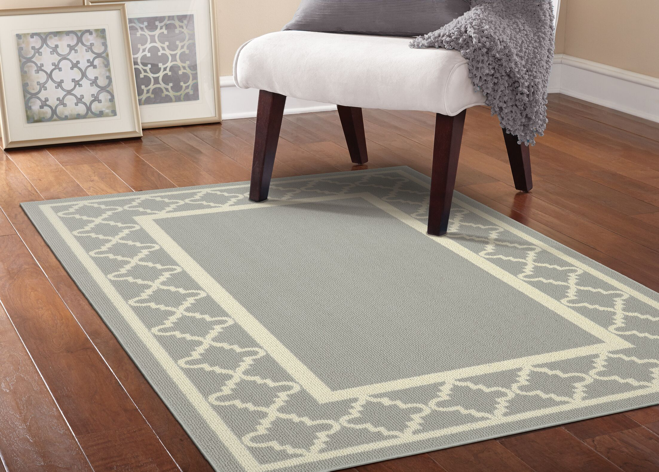 Moroccan Frame Silver/Ivory Area Rug Rug Size: 5' x 7'