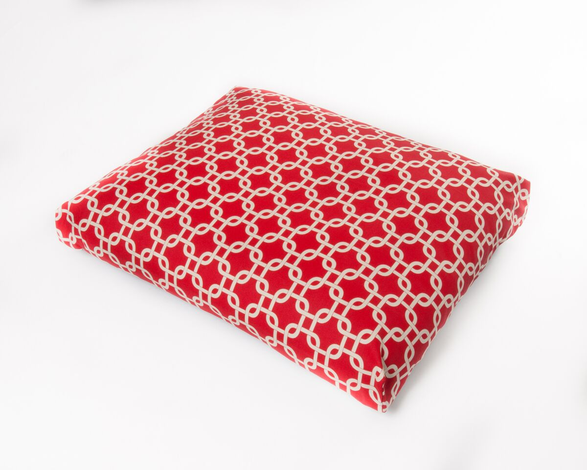 Links Dog Pillow Color: Red, Size: Medium (36