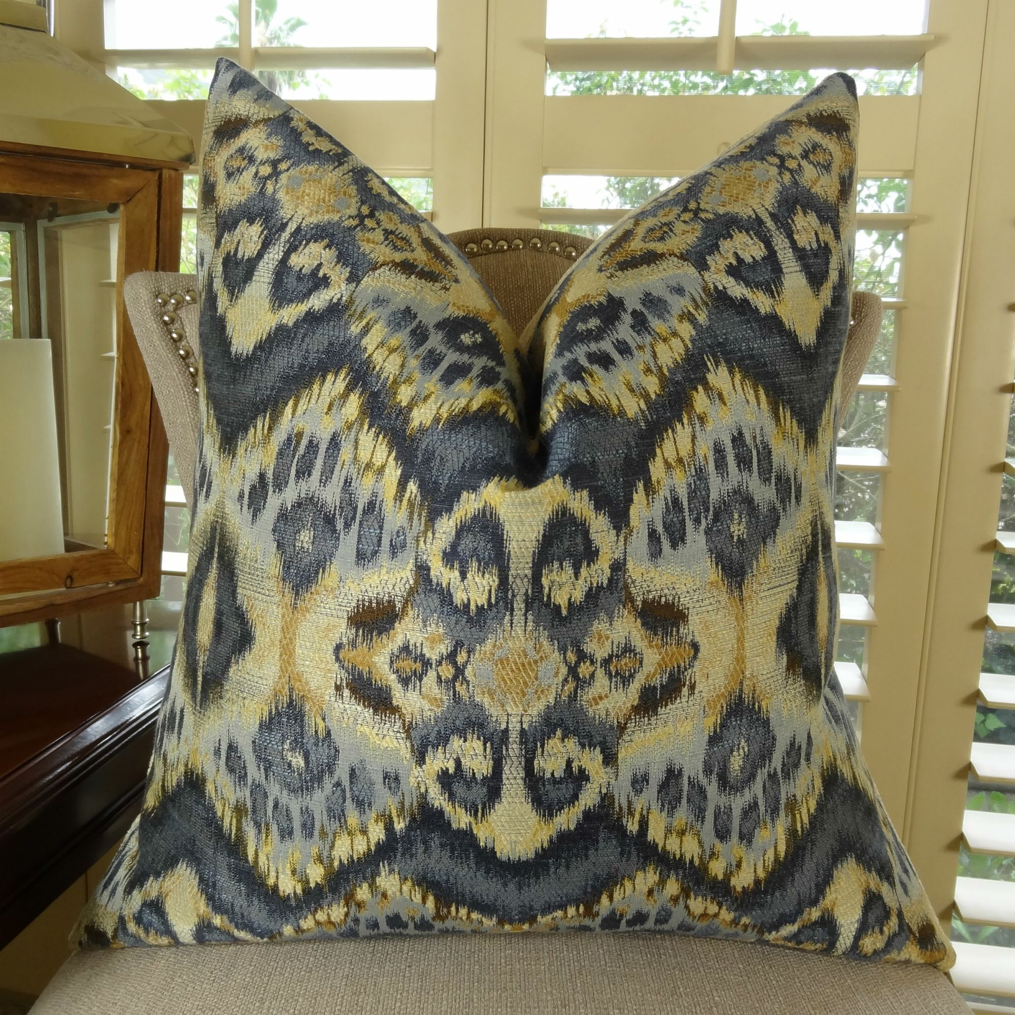 Rhythm Waves Throw Pillow Size: 12
