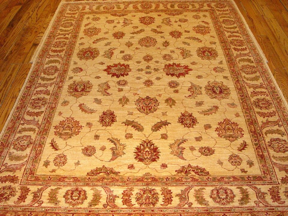 Sultanabad Hand Knotted Wool Ivory Area Rug