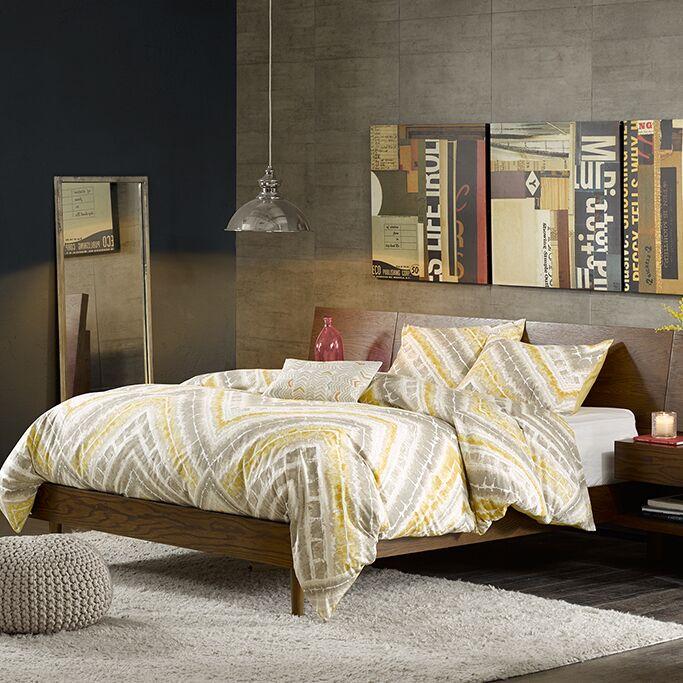 William Storage Platform Bed Size: Queen