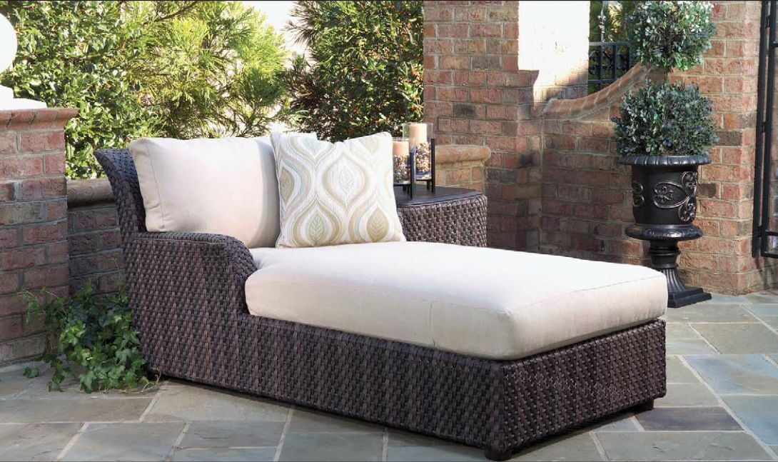 Aruba Chaise Lounge with Cushion and Table