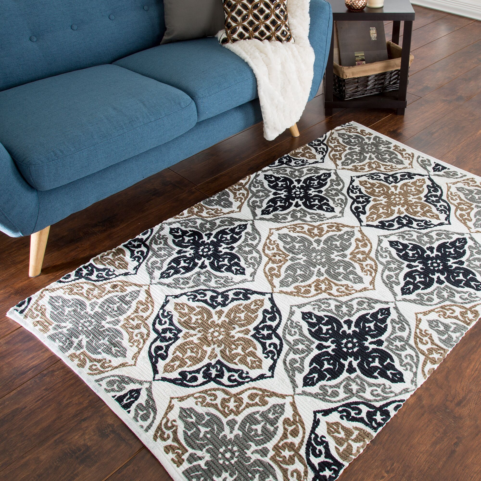 Roche Damask Motif Accent Hand-Woven Black Area Rug