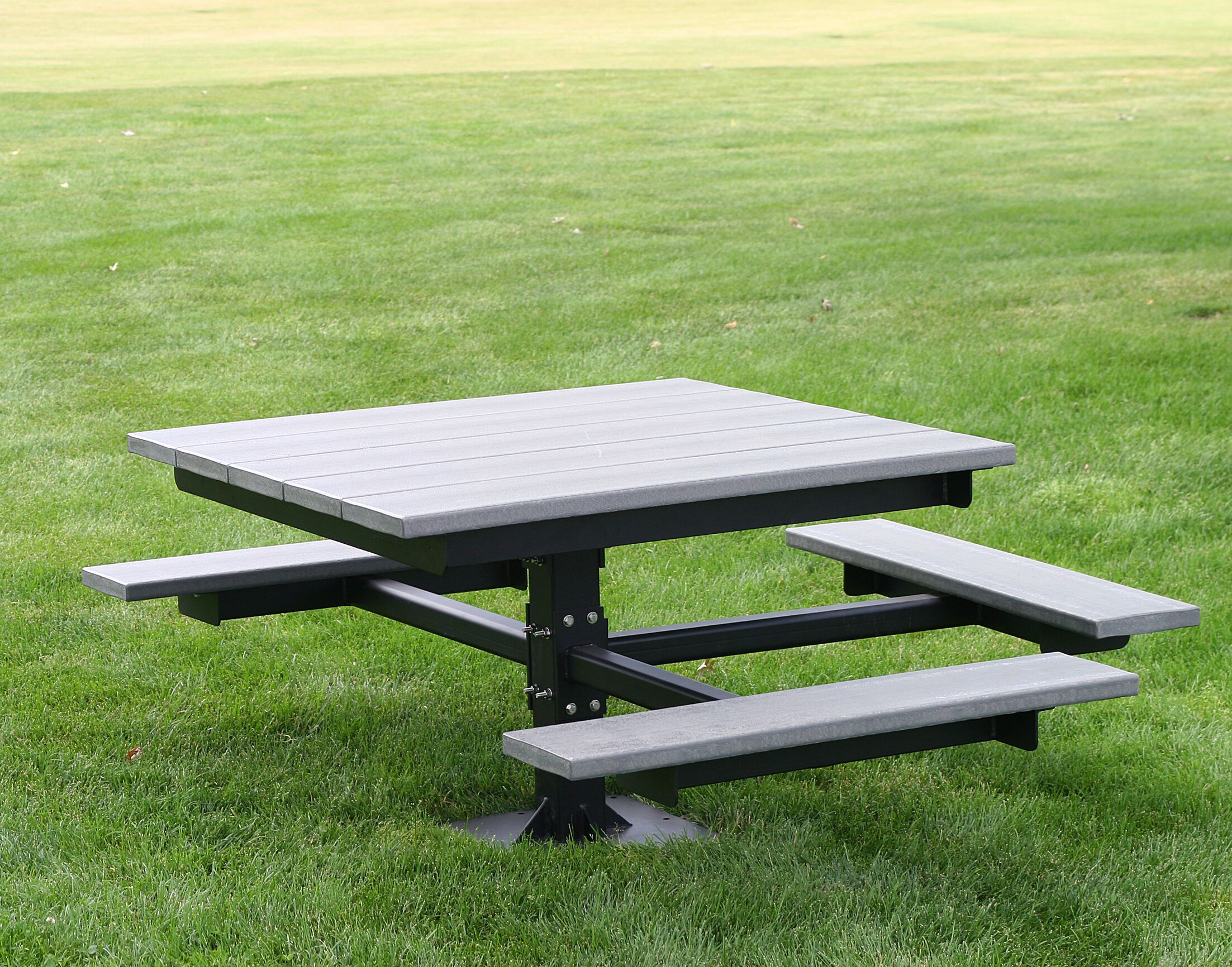 Recycled Plastic Picnic T-Table Color: Green