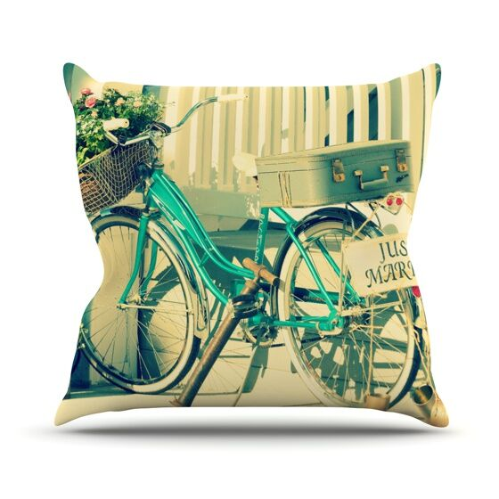 Just Married Throw Pillow Size: 18