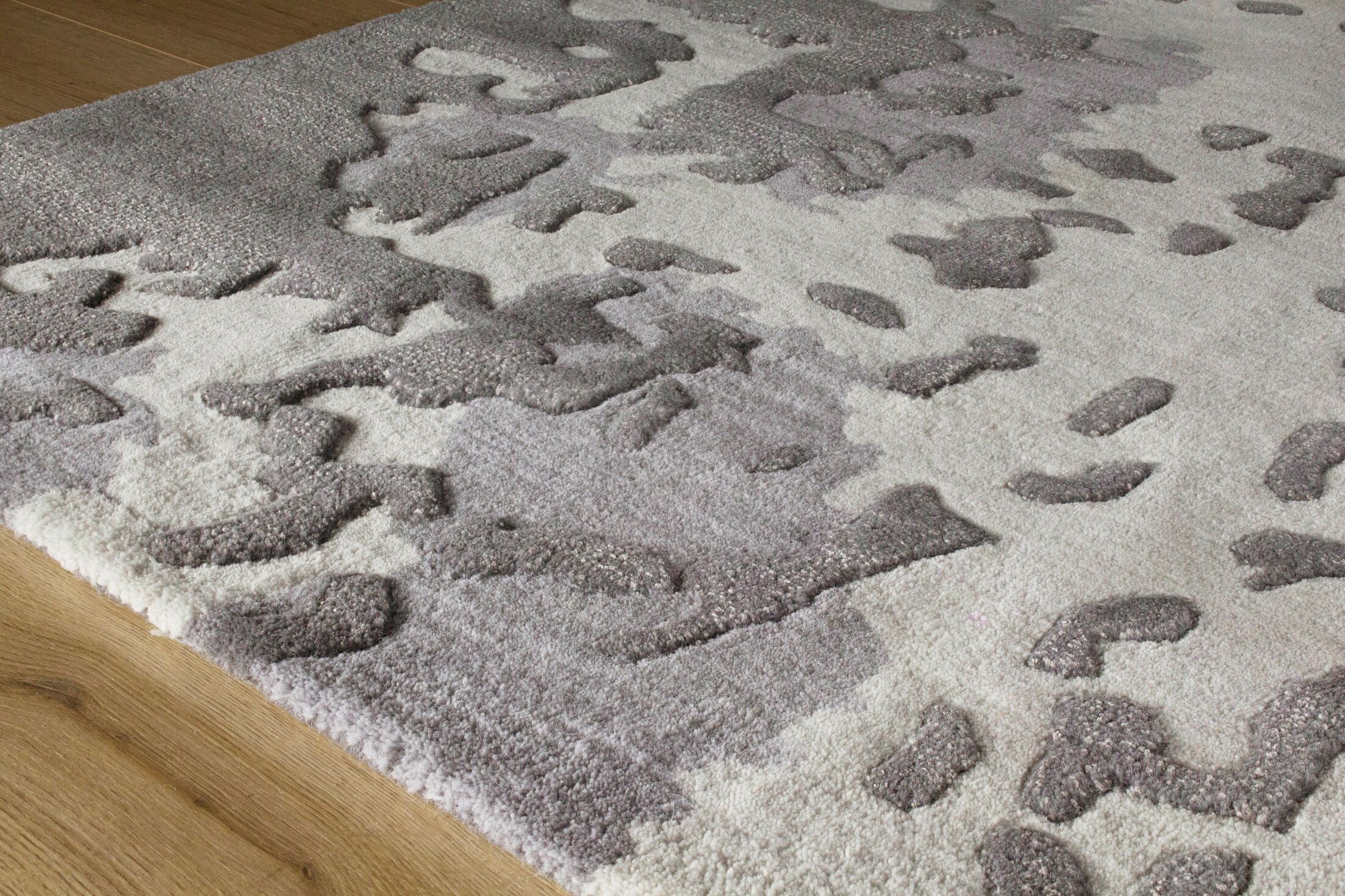 Melina Shattered Glass Gray/Cream Area Rug Rug Size: 5'3