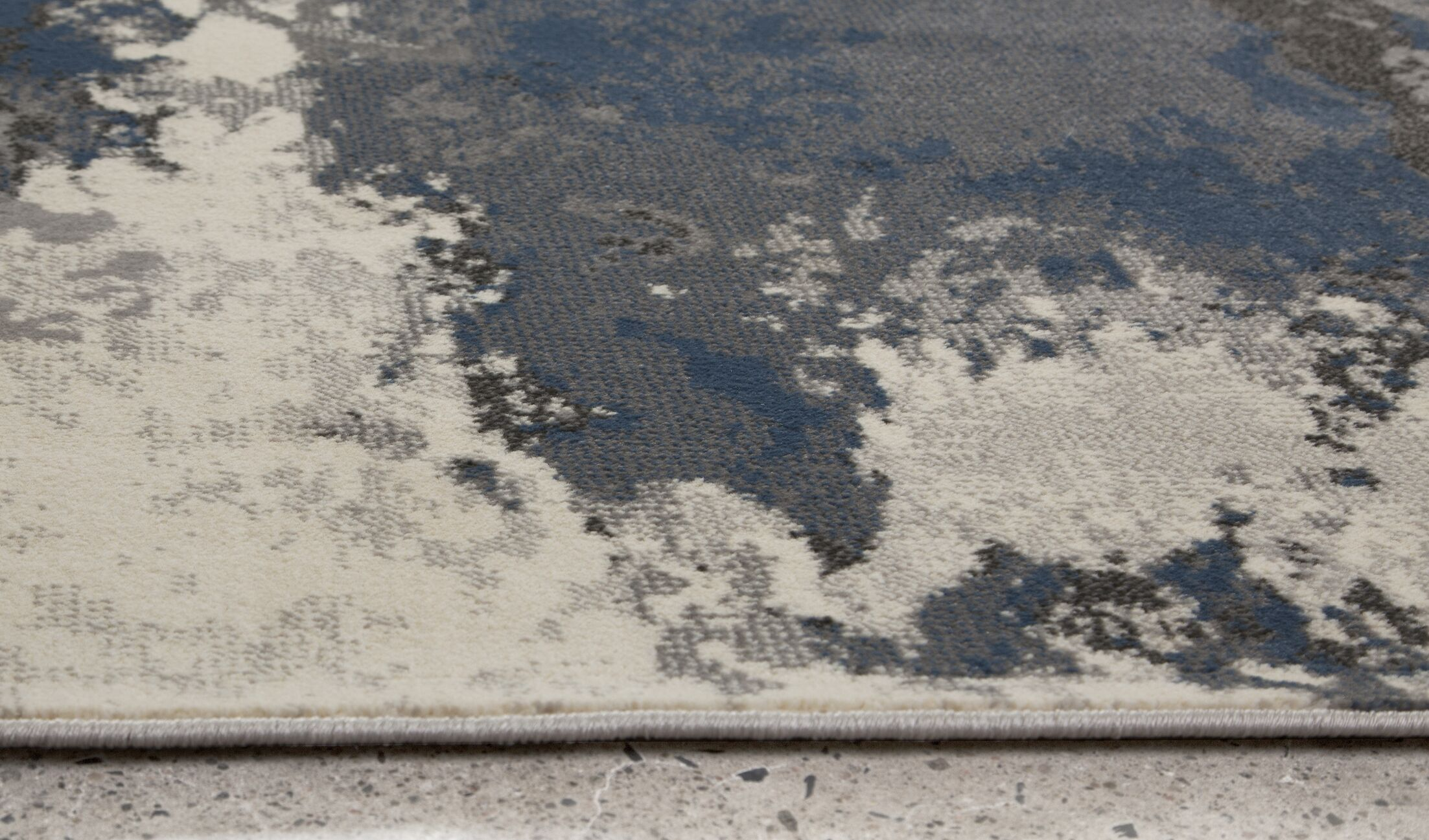 Cosmopolitain Gray/Ivory Area Rug Rug Size: 7'9