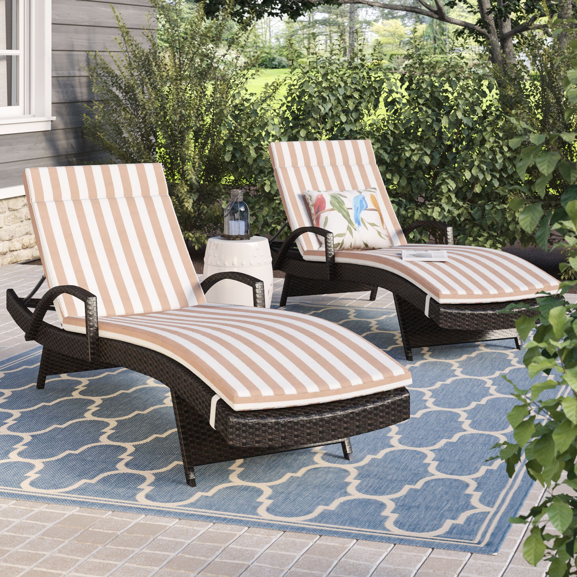Roma Outdoor Wicker Armed Lounge with Cushion Fabric: Brown/White