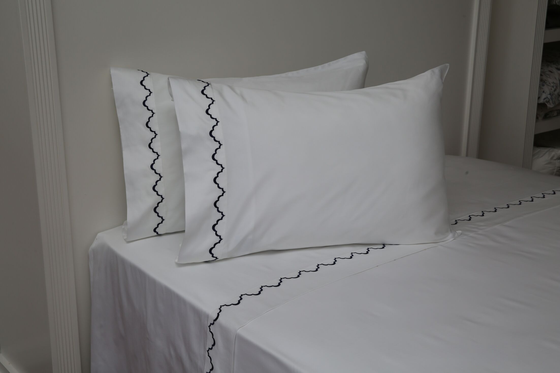 Pfeffer Scalloped 300 Thread Count 100% Cotton Sheet Set Size: Queen, Color: Navy